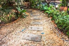 Blockieren Sie Stein für Weg im Garten und im Park Stockbild