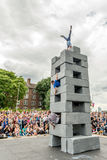 BLOCKIEREN Sie Tanzleistung an Greenwich und an Docklands, die international sind Stockbilder