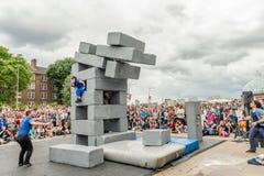BLOCKIEREN Sie Tanzleistung an Greenwich und an Docklands, die international sind Stockfoto