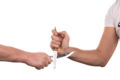 Blockieren von Armen mit einem Messer Lizenzfreie Stockfotos