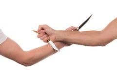 Blockieren von Armen mit einem Messer Lizenzfreie Stockfotografie