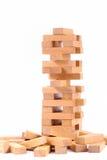 Blockiert hölzernes Spiel auf weißem Hintergrund Stockbilder