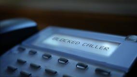 Blockierte Anrufermitteilung auf modernem Geschäftsüberlandleitungssystem stock video footage