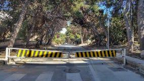 Blockierte Straße kein Autozugangsumweg schloss Straße Stockfotos