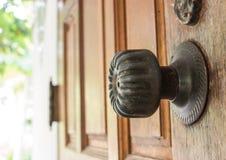 Blockierung auf die Holztür Lizenzfreie Stockbilder