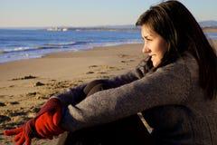 Blockierung den Ozean an einem kalten Wintertag glücklich und hoffnungsvoll Lizenzfreie Stockbilder