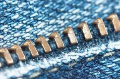 Blockierung des Reißverschlusses auf Jeans Lizenzfreies Stockbild