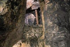 Blockierung von Steinen im Bergwerk Lizenzfreies Stockfoto