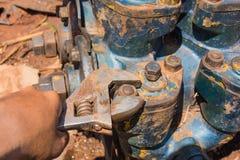 Blockierungs-Zangen wurden benutzt, um Maschine zu reparieren Stockfotos