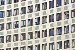blockkontorsfönster Arkivfoto