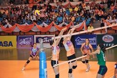 blockless dans le chaleng de joueurs de volleyball Photos stock