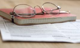 blocknotes γυαλιά στοκ φωτογραφία με δικαίωμα ελεύθερης χρήσης