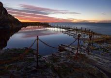 Blockwagen-Loch - Newcastle Australien bei Sonnenaufgang lizenzfreie stockfotos