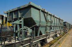 Blockwagen-Trichter-Lastwagen (BHW) gegen blauen Himmel Stockbild