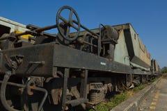 Blockwagen-Trichter-Lastwagen (BHW) gegen blauen Himmel Lizenzfreies Stockbild