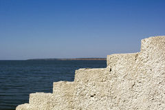 Blockzaun auf der Küste Stockbilder