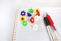 Blocnote en pen stock foto