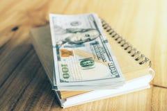 Blocnote met geld Royalty-vrije Stock Fotografie