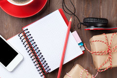 Blocnote, smartphone en giftdozen Stock Afbeelding