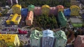 Bloco colorido de construções de vários andares em Kyiv video estoque