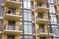 Bloco de apartamentos - edifício de apartamento Imagens de Stock Royalty Free