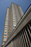 Bloco de apartamentos elevado da ascensão fotografia de stock royalty free