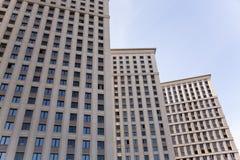 Bloco de apartamentos moderno Fotos de Stock Royalty Free