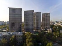 Bloco de apartamentos moderno Imagem de Stock Royalty Free