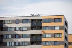Bloco de apartamentos recentemente construído Imagens de Stock