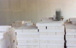 Bloco de cimento de pouco peso branco, usado na parede fotografia de stock royalty free
