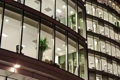 Bloco de escritório após o horário laboral do negócio Fotografia de Stock Royalty Free