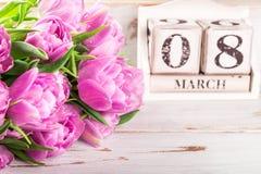 Bloco de madeira com data de dia das mulheres internacionais, o 8 de março Foto de Stock Royalty Free