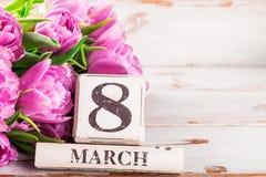 Bloco de madeira com data de dia das mulheres internacionais, o 8 de março Fotografia de Stock