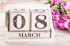 Bloco de madeira com data de dia das mulheres internacionais, o 8 de março Foto de Stock