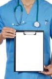 Bloco de notas anónimo do whit do doutor fotos de stock