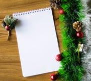 Bloco de notas branco Ano novo feliz Fotografia de Stock