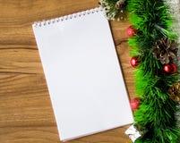 Bloco de notas branco Ano novo feliz Fotos de Stock