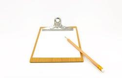 Bloco de notas de papel na placa de madeira com lápis Imagens de Stock Royalty Free
