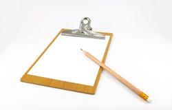 Bloco de notas de papel na placa de madeira com lápis Foto de Stock Royalty Free