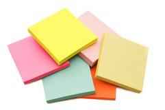 Bloco de notas de post-it multicoloured vibrantes Imagens de Stock Royalty Free