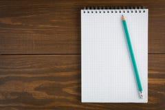 Bloco de notas e lápis Fotos de Stock Royalty Free