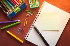 Bloco de notas e papel pegajoso Fotografia de Stock