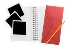 Bloco de notas espiral e fotos imediatas pretas Imagem de Stock