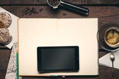 Bloco de notas no desktop Fotografia de Stock Royalty Free