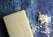 Bloco de queijo delicioso pronto para ser adicionado imagem de stock royalty free