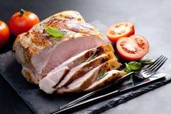Bloco do bacon fervido no baixo temperaturee, seguido pela repreensão (assim Fotografia de Stock Royalty Free