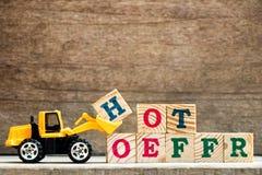 Bloco plástico H da letra da posse da escavadora do brinquedo para exprimir a oferta quente foto de stock royalty free