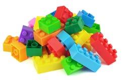 Blocos coloridos do plástico do brinquedo no fundo branco Imagens de Stock Royalty Free