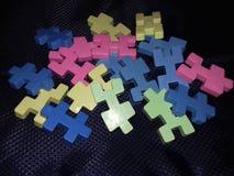 Blocos coloridos para crianças no fundo preto Fotos de Stock Royalty Free