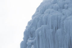 Blocos congelados de estalactites dos sincelos do gelo Fotografia de Stock